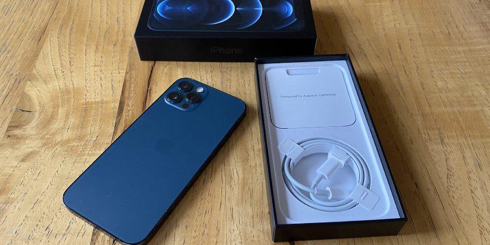 Multan a Apple por no incluir cargador en su iPhone 12