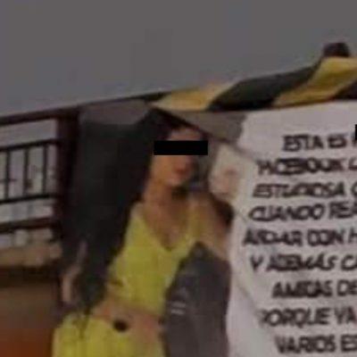 Mujer exhibe a la amante de su esposo con mega manta en un puente