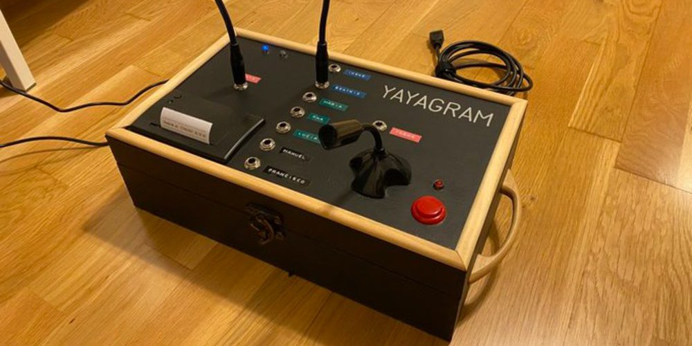 Ingeniero crea el 'Yayagram' para que su abuelita les mande mensajes