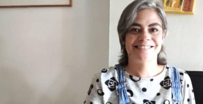 Maestra ofrece clases online para pagar su tratamiento contra el cáncer