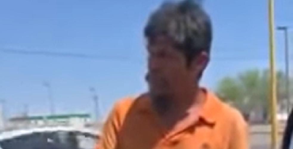 Le ofrece 'chamba' a hombre que pide dinero en la calle y lo rechaza