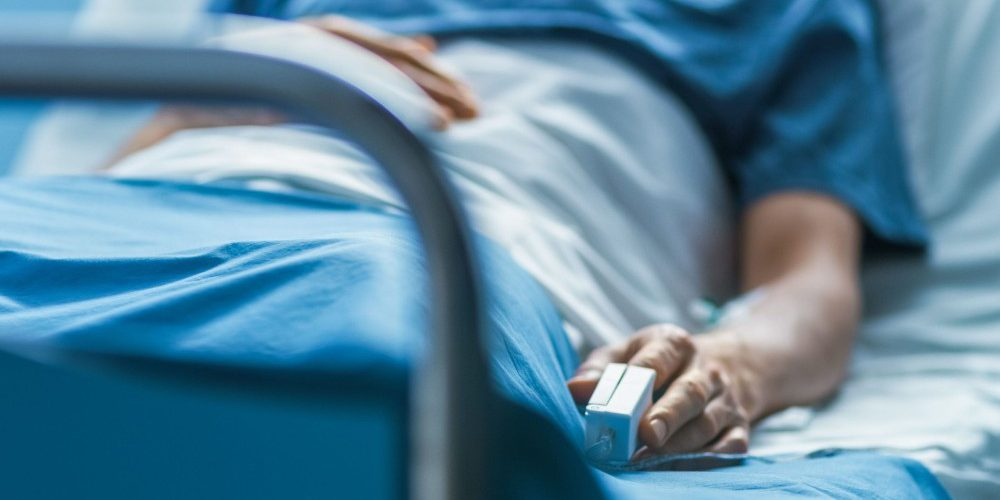 Antes de ser intubado, paciente le confiesa infidelidad a su esposa