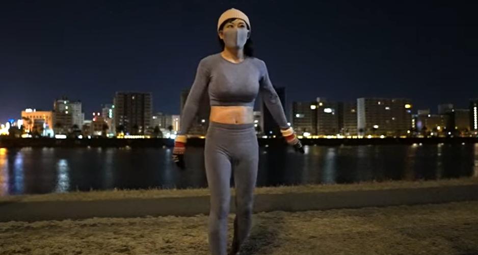 Hombre finge ser una mujer fitness en YouTube para ganar dinero