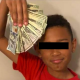 Niño se encuentra 100 mil pesos y sus padres lo hacen devolverlos