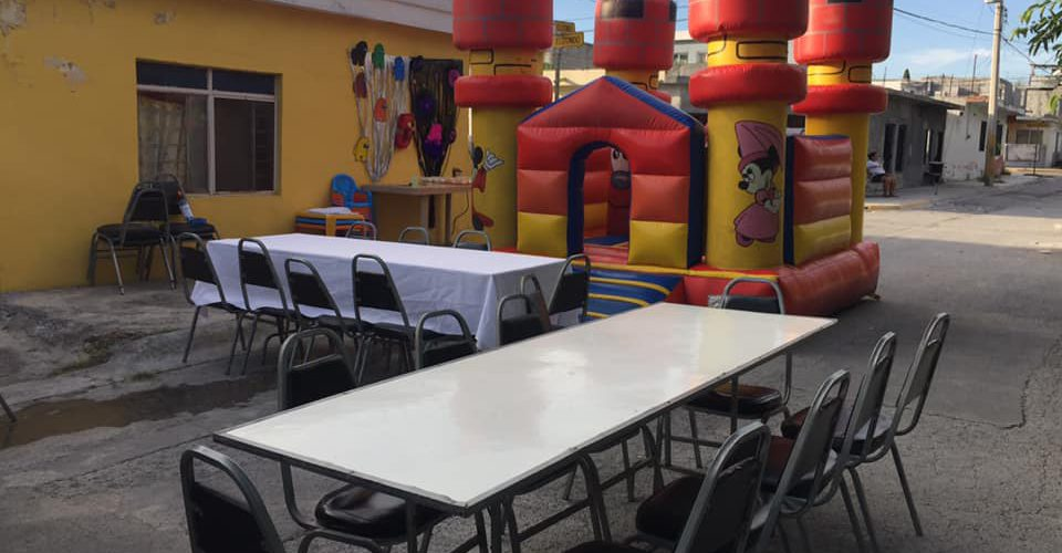 Nadie fue la fiesta de sus hijos, lo publicó y extraños llegaron con regalos