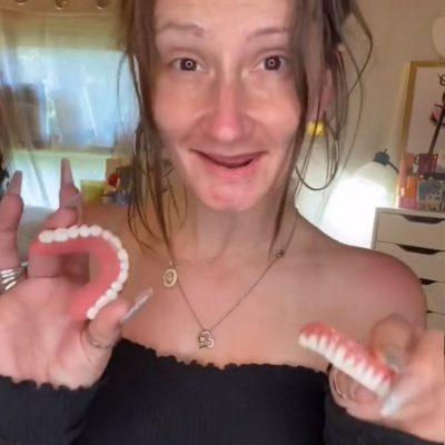 Influencer muestra cómo luce sin dientes postizos y maquillaje