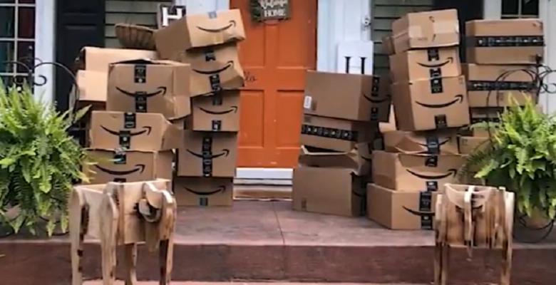 Recibe 150 paquetes por error y Amazon le dice que se los quede