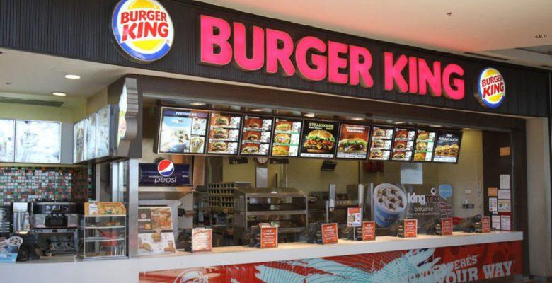 """""""Todos renunciamos"""", empleados de Burger King dejan un letrero y se van"""