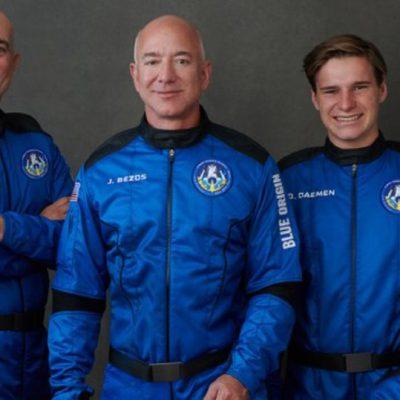 Bezos agradece a clientes de Amazon por pagarle su viaje al espacio