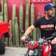 Actor de Televisa vende paletas de hielo para subsistir en la pandemia