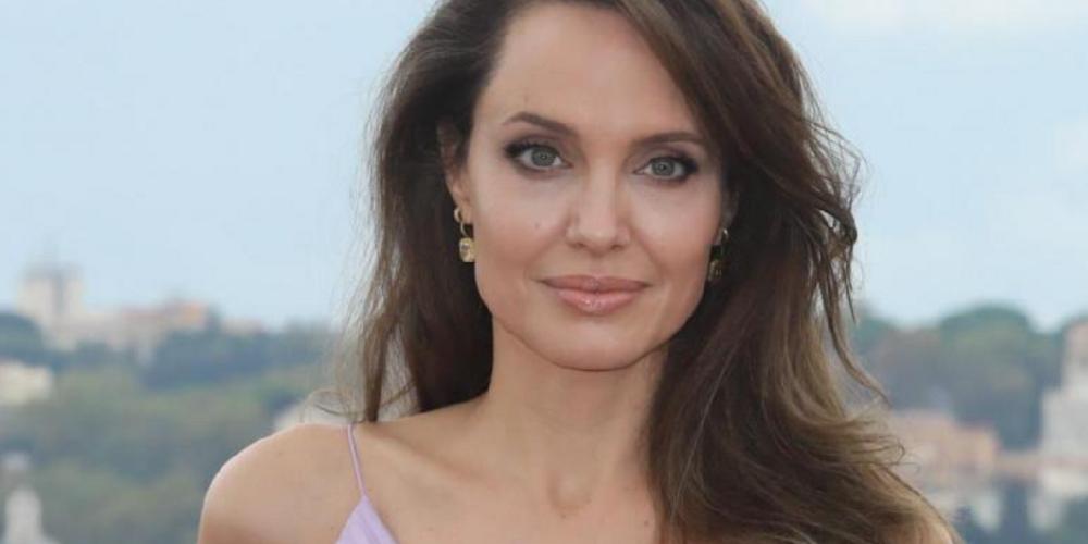 Angelina Jolie se une a Instagram y manda mensaje sobre los afganos