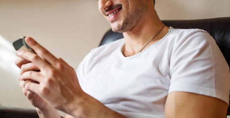 Consigue novia en una app de citas, pero lo estafa con 300 mil pesos