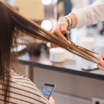 Demanda a estética por cortarle mal el cabello y deberán pagarle 5 mdp