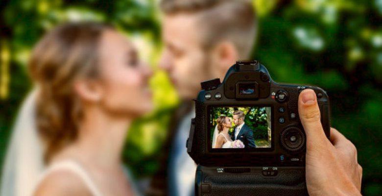 Fotógrafa borra las fotos de una boda por no dejarla sentarse a comer